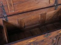 Early 18th Century Dower Chest in Oak (6 of 9)