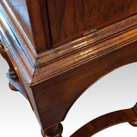 Queen Anne Walnut Drinks Cabinet on Stand (3 of 11)