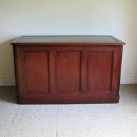 Mahogany Kneehole Desk (4 of 11)