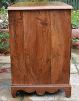 Early 18th Century Walnut Kneehole Desk (9 of 10)