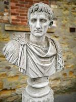 Large Composite Stone Statue On Column - Julius Cesar (7 of 11)