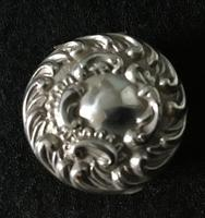 Late Victorian Silver Repousse Top Silver Pill Box (3 of 6)