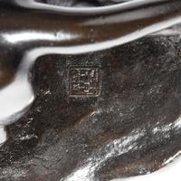Meiji period bronze study of a lion and lioness by 'Genryusai Seiya' (7 of 8)