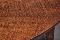 17th Century Figured Oak Gateleg Table (10 of 11)