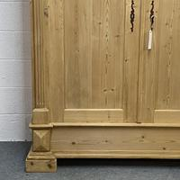 Antique Continental pine double wardrobe 'dismantles' (5 of 6)