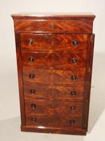 A Beautifully Figured Mid Victorian Wellington Chest (4 of 4)