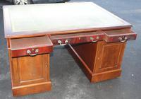 1960's Mahogany Pedestal Partners Desk with Green Leather Top. (4 of 6)