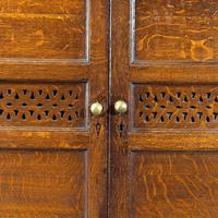 Quite Exceptionally Fine Late 18th Century Oak Cupboard (5 of 6)