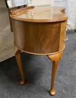 Queen Anne Burr Walnut Kidney Dressing Table (6 of 17)