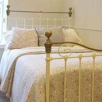Cream Small Double Antique Bed (2 of 7)