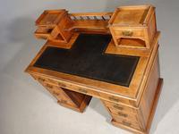 Fine Quality Victorian Walnut Kneehole Desk (4 of 6)