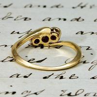 The Vintage Three Diamond 9ct Ring (3 of 3)