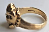 Unusual 9ct gold ring of chunky proportions depicting a well cast Bulldogs head size v (6 of 7)