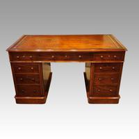 Victorian Mahogany Pedestal Desk (3 of 11)