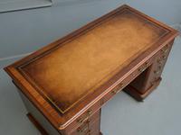 Victorian Mahogany Pedestal Desk (9 of 12)