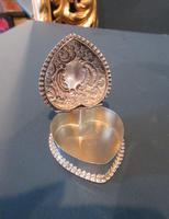 Edwardian Silver Heart Shaped Trinket Box (4 of 6)