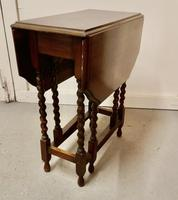 This is a Good Solid Oak Victorian Gateleg Table (3 of 7)
