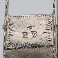 Victorian silver miniature sedan chair (4 of 4)