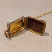 Victorian 9ct Gold Locket (5 of 8)