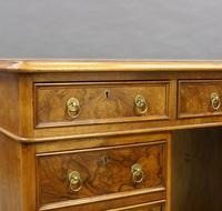 Quality 19th Century Walnut Pedestal Desk (3 of 6)
