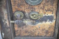 Antique Metal Safe (15 of 18)