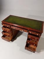 Very Good Quality Mid 19th Century Mahogany Centre Standing Pedestal Desk (5 of 6)