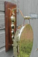 Quality Victorian William Tonks Large Brass Dinner Gong with Oak Back Board c.1900 (4 of 11)