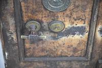 Antique Metal Safe (7 of 18)
