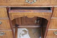 Early 18th Century Walnut Kneehole Desk (7 of 10)