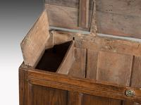 Early 18th Century Oak Kist the Interior with a Fitted Candle Box (4 of 5)