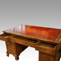 Walnut Pedestal Desk by Waring and Gillow (8 of 18)