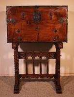 Spanish Renaissance Cabinet Bargueno in Walnut - Early 17th Century (4 of 18)