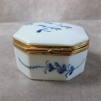 """Limoges """"Porcelaines de Chantilly"""" Porcelain  Box (4 of 6)"""