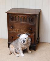 Small Proportioned Oak Chest of Drawers (4 of 10)