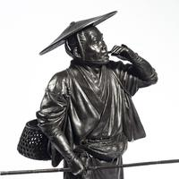A Meiji period bronze of a cricket catcher (7 of 14)