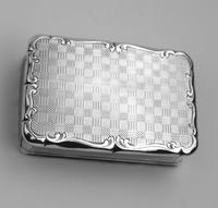 A Good Antique Solid Silver Engraved & Engine Turned Table Snuff Box C.1860 (7 of 11)
