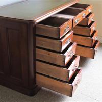 Mahogany Kneehole Desk (3 of 11)