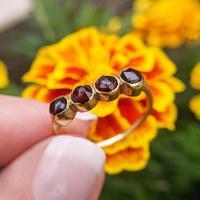 Vintage 18ct Gold Four Garnet Crystal Ring