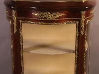 Good Quality French Serpentine Front Display Cabinet (2 of 11)