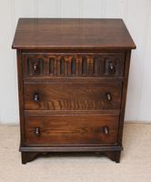 Small Proportioned Oak Chest of Drawers (3 of 10)