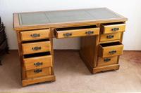 Victorian Kneehole Desk (3 of 5)