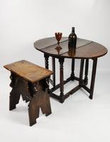 A Small 17th Century Gateleg Table. (3 of 14)