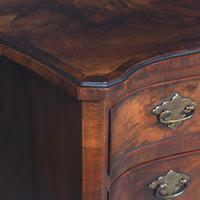 Georgian Style Figured Walnut Serpentine Chest of Drawers (3 of 10)