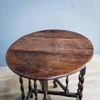 Early 18th Century Drop Leaf Table (3 of 10)