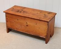 Small Proportioned Pine Coffer (7 of 10)