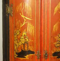 George II Japanned Bowfront Corner Cupboard (4 of 7)