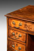 Good George III Period Mahogany Kneehole Desk (3 of 4)