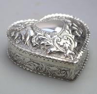 William Comyns - Good Solid Silver Novelty Heart Box c.1895 (5 of 11)