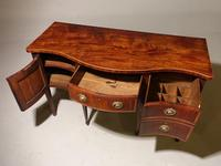 A Particularly Good George III Period Serpentine Mahogany Sideboard. (3 of 5)