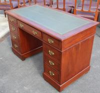 1920s Mahogany Pedestal Desk with Green Leather on Top (4 of 5)
